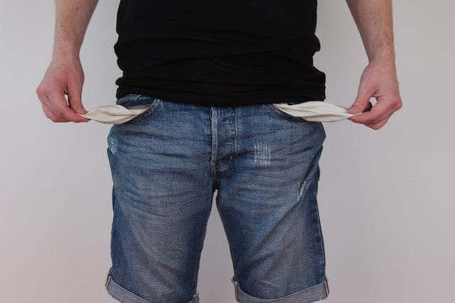 Man causes over €1100 in damage, brings €100 to court